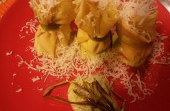 Crespelle ricotta e asparagi con pecorino e salsa di porcini